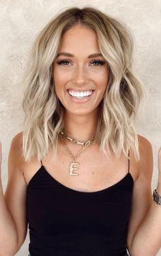 Blonde Hair Looks, Blonde Hair With Highlights, Brown Blonde Hair, Brunette Hair, Dark Hair, Shoulder Length Hair Blonde, Blonde Hair For Short Hair, Curly Hair, Short Platinum Blonde Hair