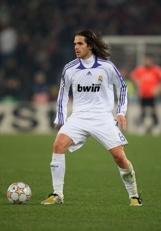 Gago AS Roma v Real Madrid - UEFA Champions League 2008 As Roma, Joueurs Real Madrid, Classic Football Shirts, Uefa Champions League, Nice Legs, Olympics, Soccer, Photos, About Football