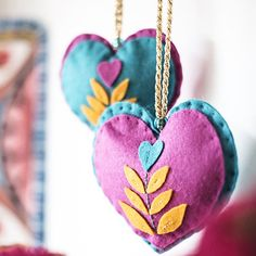These could make great Christmas tree decorations or ornaments!! :::: DIY: Sew Over It Indian Matchbox Kit - Love Hearts // Hang these hearts in your home and spread the love!  Inspired by Lisa's travels to India, the Indian Matchbox Kits are a range of hand sewing projects all beautifully packaged in giant matchboxes! Perfect for children and adults alike, the kits make fantastic gifts for craft lovers of any age.