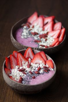 Find out what kind of smoothie bowl breakfast recipes there are that you can start your day with. Smoothie bowl recipes are a healthy way how to eat breakfast they are super tasty as well. We have 20 different smoothie bowl breakfast recipes for you! Fruit Smoothies, Oatmeal Smoothies, Healthy Smoothies, Healthy Breakfasts, Fruit Fruit, Superfood Smoothies, Breakfast Smoothie Recipes, Breakfast Bowls, Breakfast Juice