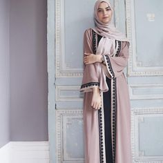 Dest vêtements et de la mode. Modest Fashion Hijab, Modern Hijab Fashion, Hijab Fashion Inspiration, Arab Fashion, Muslim Fashion, Fashion Outfits, Modest Dresses, Modest Clothing, Mode Abaya