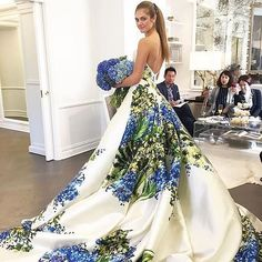 Inspiration: Dress and bouquet to match pic via @romonakeveza #dress #flowers #instadress #colors #print