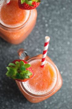 Wine slushies: The best recipes for the delicious it-drink - Cocktails - Frozen Fruit Slush Recipes, Wine Recipes, Mojito Recipe, Milkshake Recipes, Fruity Red Wine, Fruity Drinks, Frozen Drinks, Wine Slush, Refreshing Summer Drinks