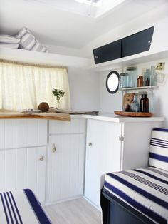 Camper Interior Remodel DIY Travel Trailers – Just about all travel trailers utilize wood veneer. This will go quite a way to giving your family camper a whole new appearance. Caravan Vintage, Camper Caravan, Vintage Caravans, Vintage Caravan Interiors, Vintage Trailers, Camper Van, Airstream, Campervan Interior, Rv Interior