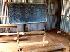 Imagem de uma escola pública de lata, seus equipamentos e sua triste realidade  |  Má qualidade da educação prejudica trabalhador brasileiro, diz estudo da CNI || www.robertodiasduarte.com.br
