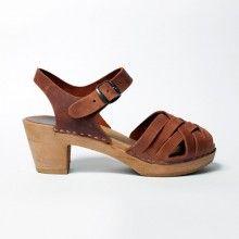 Sabot-sandales en cuir gras camel