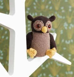 Sweet little owl Pattern Design, Free Pattern, Diy And Crafts, Arts And Crafts, Knit Crochet, Crochet Hats, Little Owl, Lana, Dinosaur Stuffed Animal