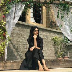 Erica Fernandes, Prettiest Actresses, Pic Pose, Indian Tv Actress, Family Outfits, Family Clothes, Cute Girl Poses, Pre Wedding Photoshoot, Indian Designer Outfits