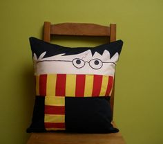 """Snuggle up to your favorite wizard with Harry Potter pillows from Deviant Art crafter """"wdkimmy."""" All the cuddliness of a Hogwarts student without the impending threat of Lord Voldemort. Via Deviant Art. All sorts of Harry Potter news and views. Harry Potter Pillow, Harry Potter Games, Cute Harry Potter, Harry Potter Hermione Granger, Lily Potter, Theme Harry Potter, Harry Potter Characters, Draco Malfoy, Ginny Weasley"""