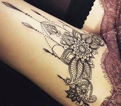 Black and White Tattoo: Effective Sketches for Women and Their B .- Schwarz-Weiß Tattoo: Effektive Skizzen für Frauen und ihre Bedeutung Black and White Tattoo: Effective Sketches for Women and Their Importance Large Tattoos, Trendy Tattoos, Sexy Tattoos, Gorgeous Tattoos, 13 Tattoos, Tatoos, Vodoo Tattoo, Tattoo Designs For Women, Tattoos For Women