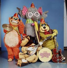 The Banana Splits. Fleegle, Bingo, Drooper and Snorky - I loved the Banana Splits when I was little The Banana Splits, 1970s Childhood, My Childhood Memories, Childhood Images, School Memories, Family Memories, Nostalgia, Hello Kitty, Saturday Morning Cartoons