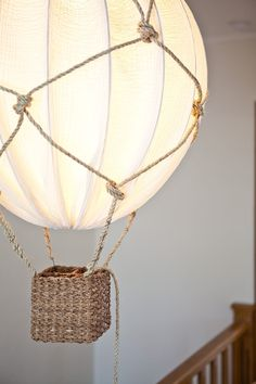 a beautiful hot air balloon lamp using rope and an IKEA Regolit lampshade is a gorgeous and dreamy DIY Diy Balloon, Diy Hot Air Balloons, Kids Lamps, Room Lamp, Desk Lamp, Baby Boy Rooms, Baby Room, Kidsroom, Lampshades