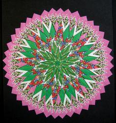 Een mandala gemaakt van  136 theezakjes uit Turkije