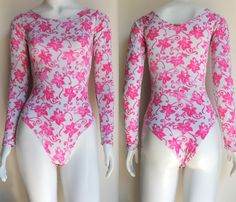 body-costas-fechadas-sem-decote-estampado-flore-rosa-claro-hora-de-diva-comprar