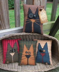 Note the red background fabric FOLK Art PrimiTive Fall ALLEY CAT Pillow Bowl Basket Fillers Buttons DecoraTion in Antiques, Primitives Primitive Fall, Primitive Folk Art, Primitive Crafts, Primitive Pillows, Primitive Bedroom, Primitive Homes, Primitive Antiques, Primitive Country, Fabric Crafts