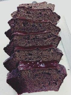 Sou viciada no quark 0% do Lidl, já não sei viver sem ele e agora não sei viver sem esse bolo. Eu proíbo todas de não tentarem fazer esta simples receita que garanto ser das ou a minha favorita até agora. Amo este bolo, amo o sabor de chocolate que fica n...