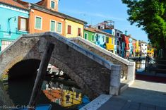 Bridge and houses of Burano - Learn more about colorful Burano island in my article!