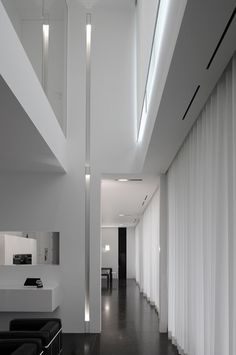 Minimal interior, nice high ceiling and black & white space _