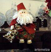 Querid@s amig@s Este espacio contiene muñecos navideños con el tema de papa noel, Santa claus o pascuero, en diferentes combinaciones y formas ESTAMOS PREMIANDO CON UNA HERMOSA REVISTA NAVIDEÑA Y SUS MOLDES (ojito no es ninguna de las listas)A T Christmas Stockings, Christmas Wreaths, Reno, 4th Of July Wreath, Elf On The Shelf, Santa, Holiday Decor, Html, Home Decor