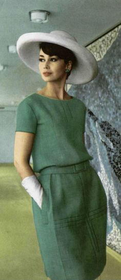 Lovely bodice darts and top stiches.1962 Dior