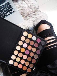 A Review of the Morphe Brushes 35n Palette including swatches Flatlay / Flat Lay / Beauty / Make up