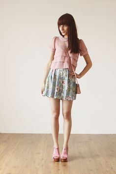 so so so so so sooooo in love with this outfit. would look good with black cropped skinnys
