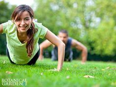 La actividad física te ayuda a aclarar las ideas, a eliminar las hormonas propias del estrés como el cortisol y a liberar endorfinas, que son las hormonas que te hacen sentir bien. ¿Por qué no empiezas a desestresarte hoy?
