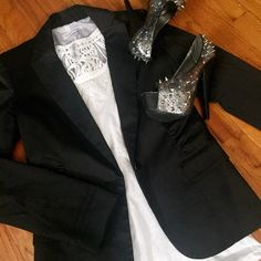 listing! Calvin Klein Blazer Great blazer! Shoulder pads and great scrunch detailing at pockets. Size is 0, I typically wear a small, size 2 or 4 and this fits perfectly. Gently used, excellent condition. ❌no trades ✅make an offer Calvin Klein Jackets & Coats Blazers
