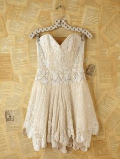 beautiful, this´d be a perfect engagement garden party dress ;)