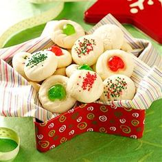 There's no better way to celebrate Christmas than baking up a few dozen shortbread cookies. Bake up a few of these handpicked shortbread recipes! Christmas Sweets, Christmas Cooking, Noel Christmas, Christmas Budget, Cottage Christmas, Italian Christmas, Christmas Countdown, Christmas Gifts, Christmas Decorations