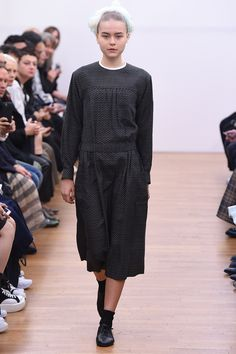 http://www.vogue.com/fashion-shows/spring-2016-ready-to-wear/comme-des-garcons-comme-des-garcons/slideshow/collection