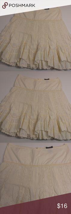 Banana Republic Ivory Ruffle Skirt Size 8 Great Used Condition Banana Republic Skirts Asymmetrical