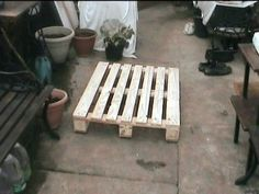 """DIY """"How to Dismantle A Pallet""""  Good info!"""