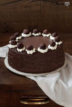 Delicious Cake Recipes, Yummy Cakes, Sweet Recipes, Cake Mix Desserts, Mini Desserts, Hot Chocolate Recipes, Chocolate Desserts, Super Torte, Birthday Cake For Him