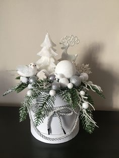 Christmas Flower Decorations, Christmas Advent Wreath, Christmas Floral Arrangements, Christmas Flowers, Christmas Centerpieces, Christmas Time, Christmas Crafts, Flower Shop Decor, Woodland Christmas