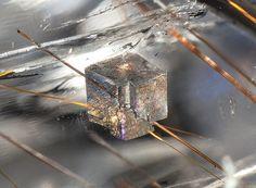 inclusions dolomite et rutile dans quartz du brésil