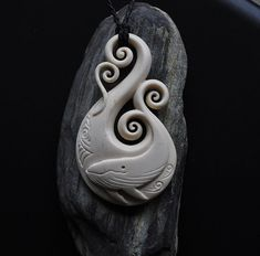 Bultrug / Humpback Whale - cowbone carved on Fish hook by JackieTump