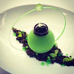 "A interpretation of the classic ""After Eight"" by @gregoire.ossiano. A beautiful dessert! #gastroart by gastroart"