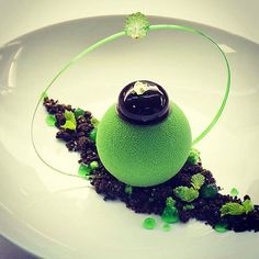 "A interpretation of the classic ""After Eight"" by @gregoire.ossiano. A beautiful dessert! #gastroart"