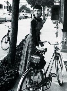 Audrey Hepburn war eine wunderschöne  und beindruckende selbstbewusste frau  ich denke das jeder sie kennen sollte