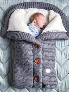 Bundle up, baby! Our oh-so-cozy Baby Sleeping Bag features a stylish cable knit design with a soft fleece lining. A lovely baby shower gift. How to Make Homemade Baby Food? 27 Tips, Hacks, and baby food Recipes! for baby Toddler Sleeping Bag, Newborn Sleeping Bag, Swaddle Wrap, Baby Swaddle Blankets, Sleepsack, Baby Warmer, Baby Accessories, Baby Knitting, Knitting Wool