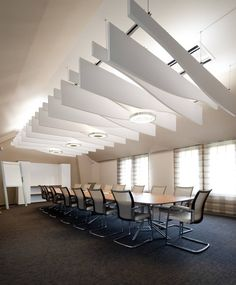 Modern Conference Room Design & Meeting Room Design Ideas - Home Decor Ideas Best Office Design, Office Interior Design, Interior Design Living Room, Corporate Interiors, Office Interiors, Commercial Interior Design, Commercial Interiors, Wood Ceiling Panels, Ceiling Tiles