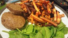 Slimming World burgers with spinach leaves and veg chips