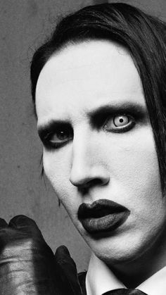 Marilyn Manson Art, Marilyn Monroe, Into The Fire, Face Reference, Grunge, Rock Legends, Pierce The Veil, Punk, Concert Posters