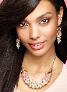 Estoy totalmente enamorada del nuevo collar Belle and Blush Shaky #AvonRep