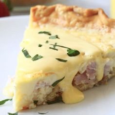 Beyond Easy Everyone Loved It Eggs Benedict Quiche This Super Easy To Make Quiche Comes Out With Perfectly Flakey Crust, Creamy Egg And Bites Of Canadian Bacon. Not To Mention Its Smothered In An Easy To Make Blender Hollandaise Sauce. Ideal For Brunch What's For Breakfast, Breakfast Dishes, Breakfast Recipes, Dinner Recipes, Breakfast Casserole, Breakfast Sushi, Egg Dishes For Brunch, Easy Brunch Recipes, Breakfast Quiche