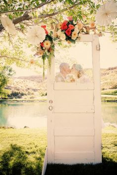 How To Use Old Doors In Your Wedding Decor – DIY Weddings