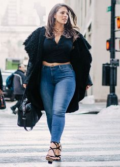 Plus size women - Steal her style Ashley Graham jeans outfit – Plus size women Plus Size Tips, Looks Plus Size, Plus Size Jeans, Plus Size Model, Outfits Casual, Curvy Outfits, Jean Outfits, Summer Outfits, Winter Outfits