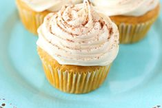 Super Easy Pumpkin Spice Cupcakes – These Light And Moist Pumpkin Cupcakes are easy to make and full of yummy pumpkin flavors that you'll love. If you're looking for the perfect fall dessert, these easy pumpkin spice cupcakes are the BEST. I'm such a cliche because Pumpkin is one of my favorite flavors. Seriously I … Fall Dessert Recipes, Fall Desserts, Fall Recipes, Pumpkin Spice Cupcakes, Pumpkin Pie Spice, Chocolate Donuts, Pumpkin Recipes, Food Print, Super Easy