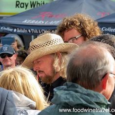 Barry Gibb returned home to #Redcliffe yesterday for the opening of stage 2 of Bee Gees Way & a massive Bee Gees celebration.
